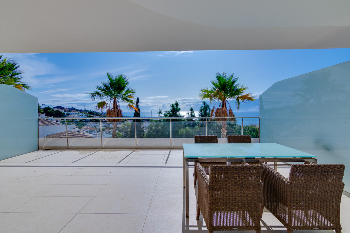 This bright and spacious 2 bedroom 2 bathroom middle floor apartment is located in the recently cons, Spain