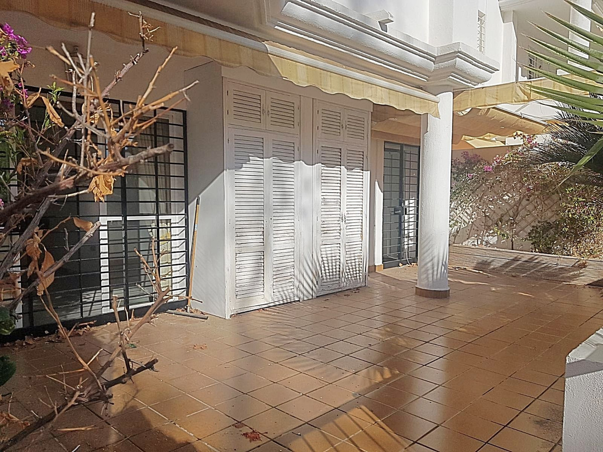 Ground Floor Apartment in La Carihuela R3075004