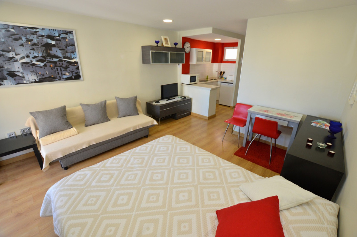 Modern refurbished holiday rental apartment in the popular Jupiter complex next to the town of Arroy, Spain