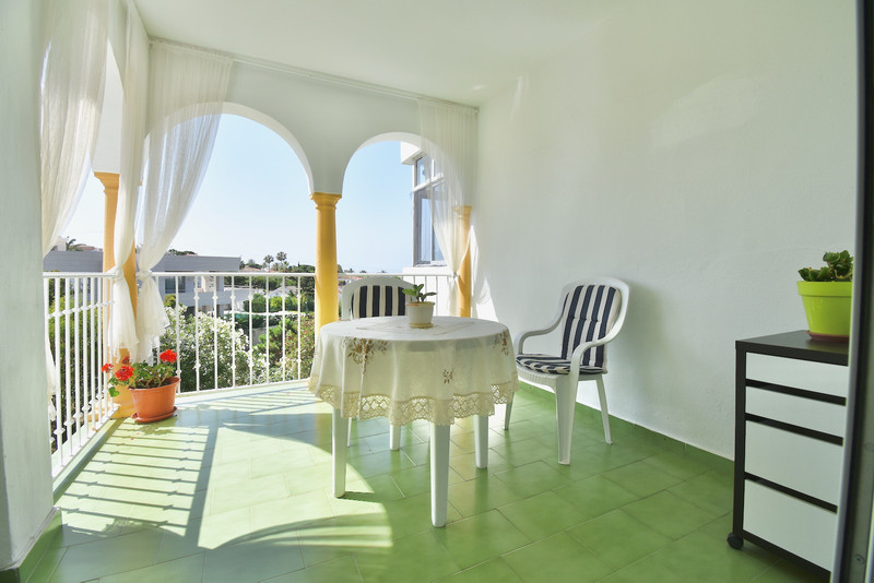 Marbella Banus Apartamento Planta Media a la venta en El Faro – R3633797