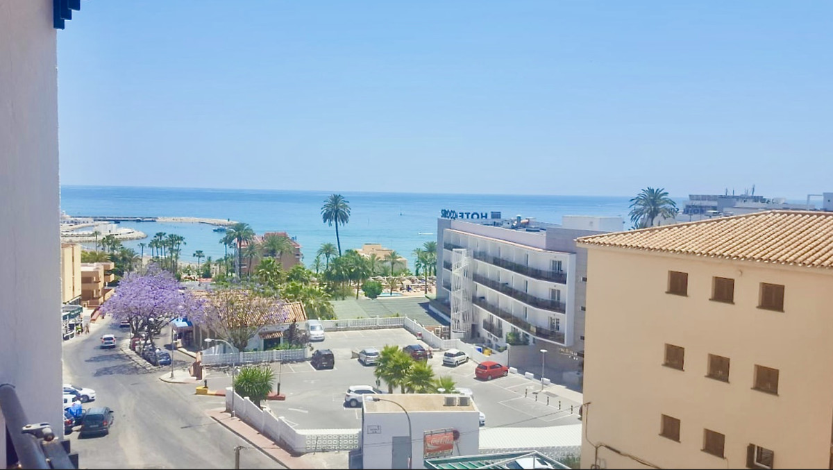GREAT OPPORTUNITY OF APARTMENT TO REFORM WITH GREAT SEA VIEWS VERY CLOSE TO THE BEACH.   This,Spain