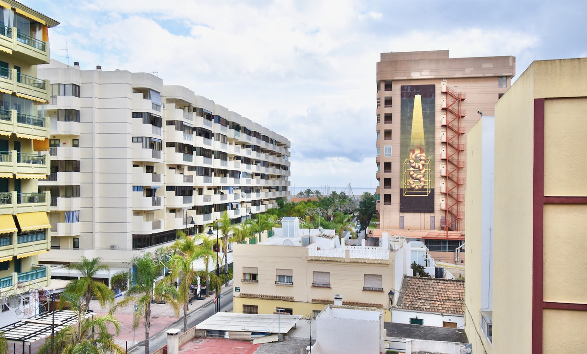 3 BEDROOM APARTMENT IN THE CENTER OF FUENGIROLA.     This property has the best location, 100 meters,Spain