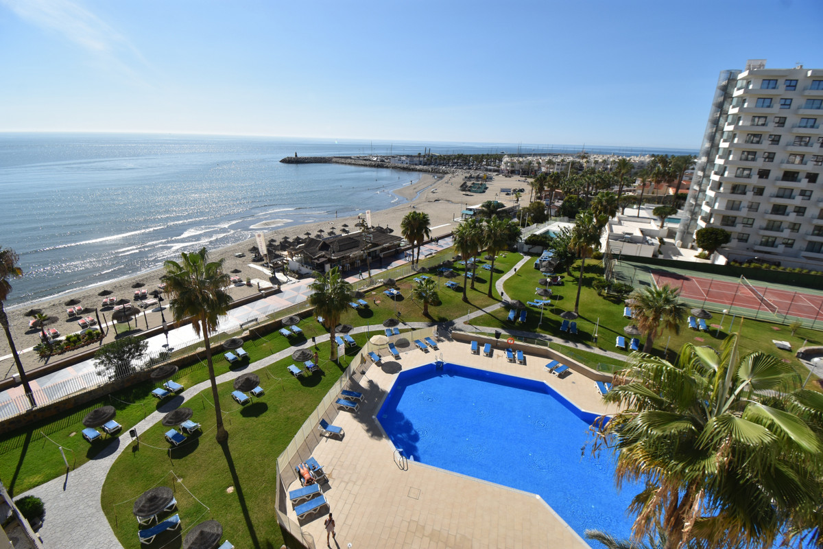 STUNNING STUDIO APARTMENT, FRONT-LINE BEACH WITH THE MOST AMAZING VIEWS OF THE COASTLINE! FABULOUS C, Spain