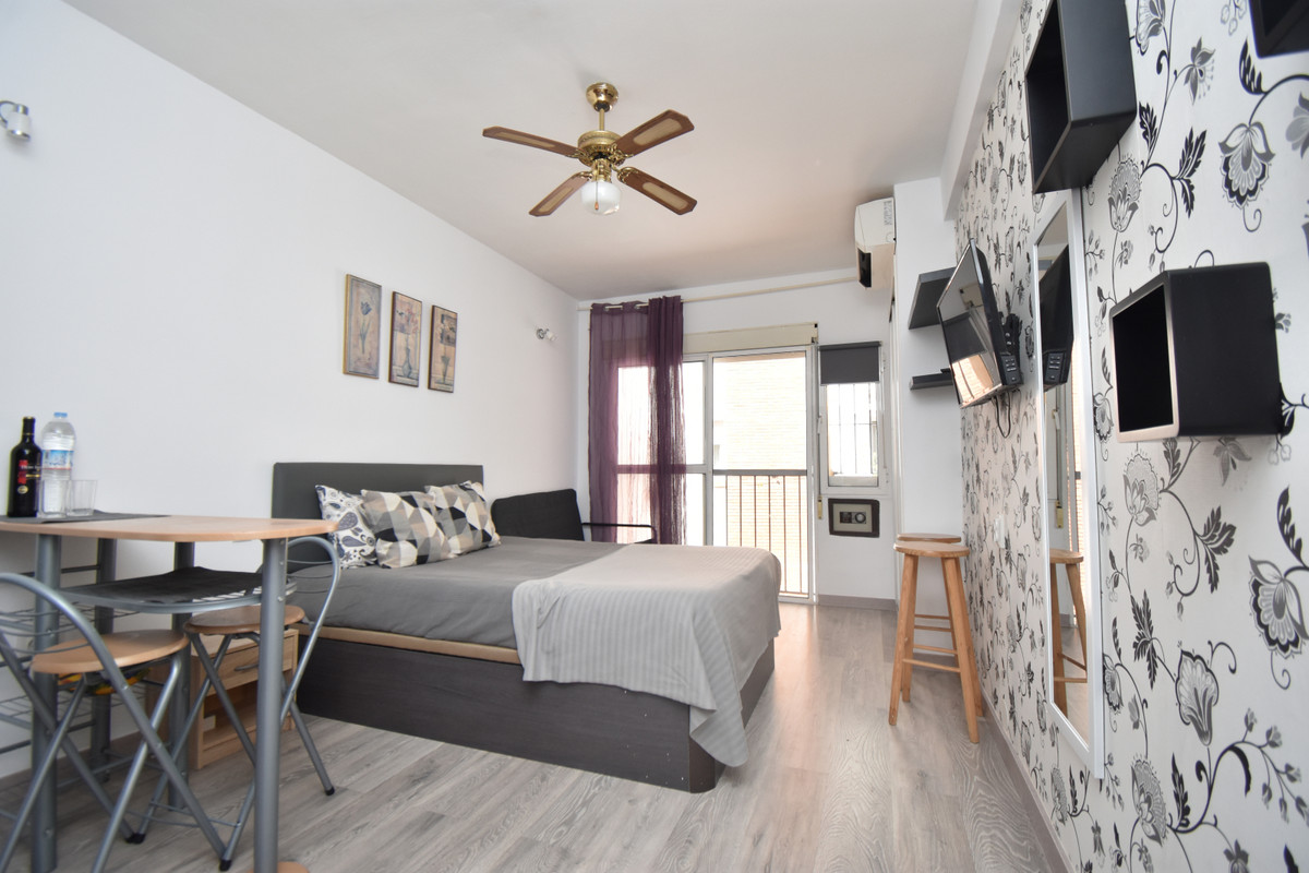 Studio en the centre of Fuengirola surrounded by shops, cafes and restaurants  The beach and airport, Spain