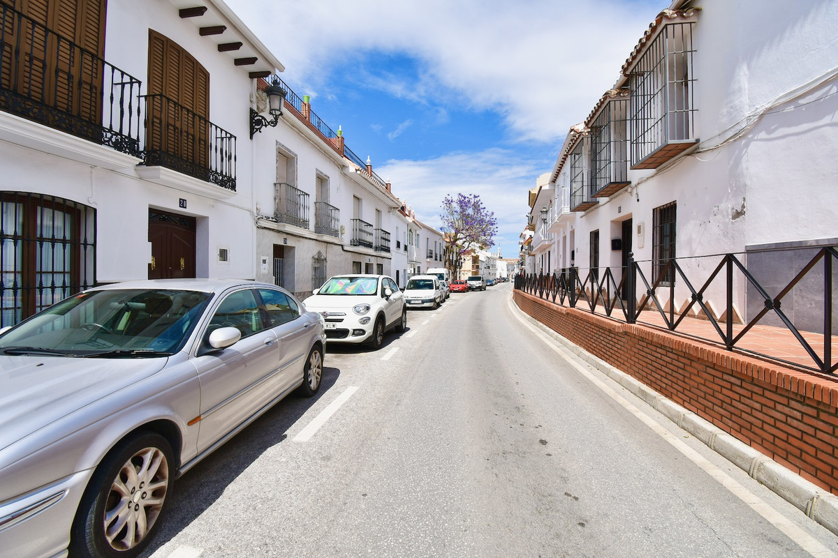 OPPORTUNITY SEMI-DETACHED HOUSE IN THE CENTER AT THE BEST PRICE.           Fantastic house with an e, Spain