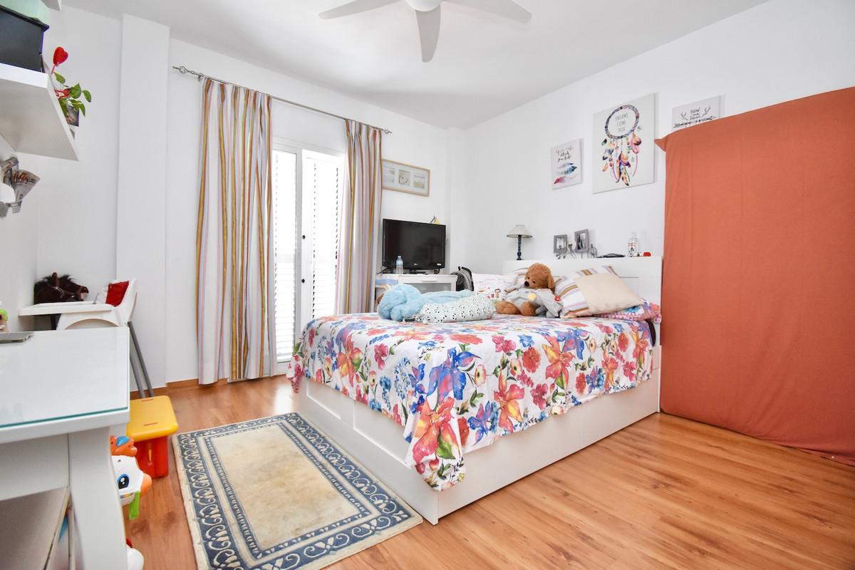 Apartamento con 4 Dormitorios en Venta Alhaurín el Grande