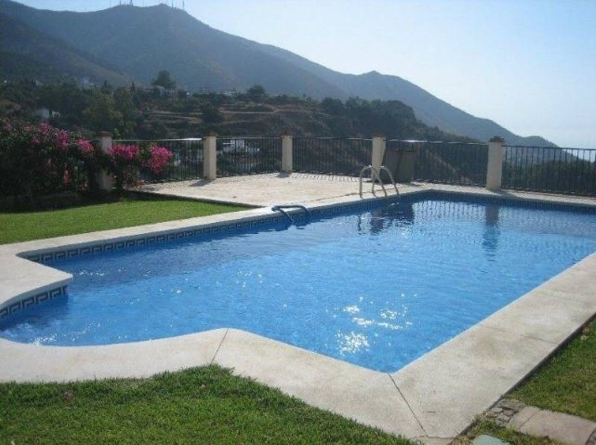 LOCATION, LOCATION, LOCATION! FABULOUS 3 BEDROOM APARTMENT WITHIN WALKING DISTANCE TO THE IDYLLIC VI,Spain
