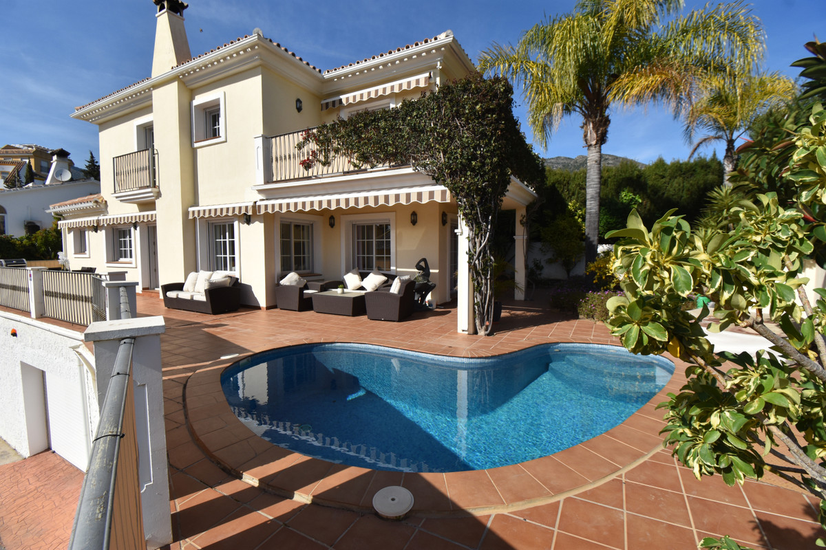 BEAUTIFUL, IMMACULATE AND CHARMING 4 BEDROOM  DETACHED VILLA, AS NEW AND EQUIPPED WITH ALL MOD CONS ,Spain