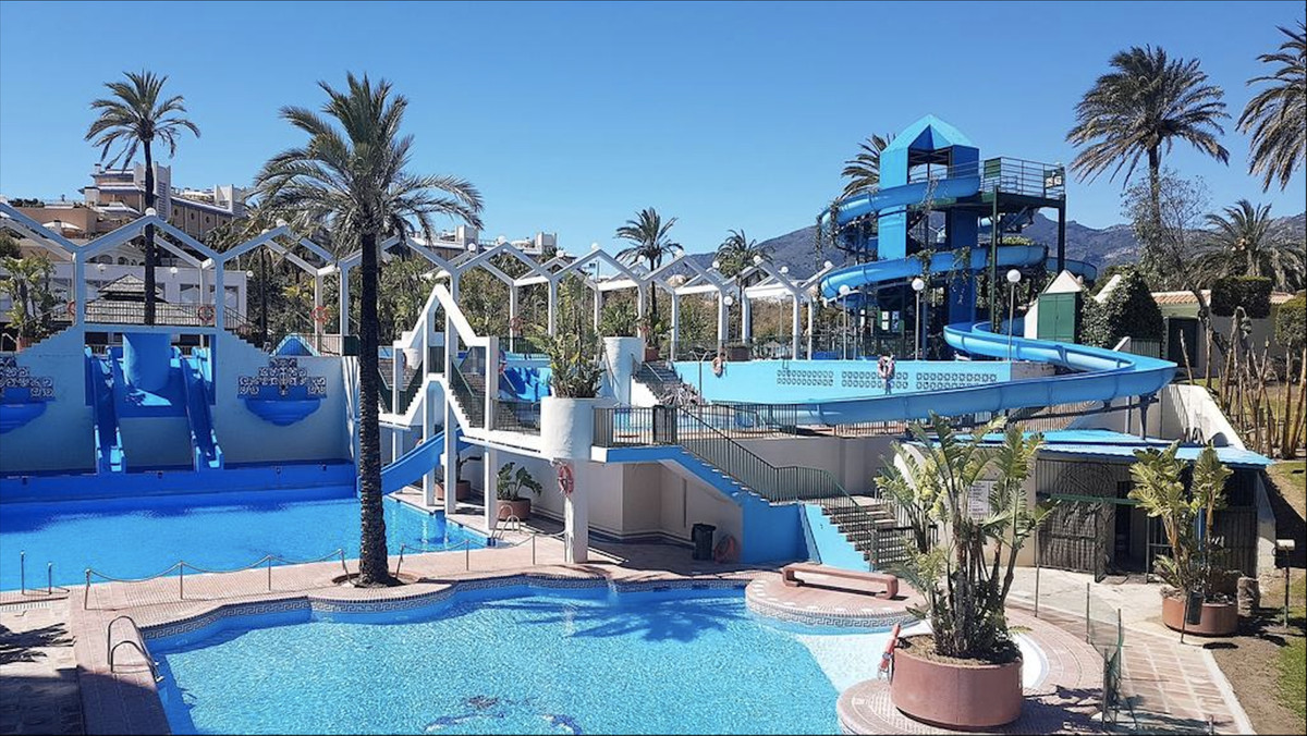 OPPORTUNITY OF APARTMENT IN FIRST LINE OF THE BEACH.           Impressive apartment on the beachfron, Spain