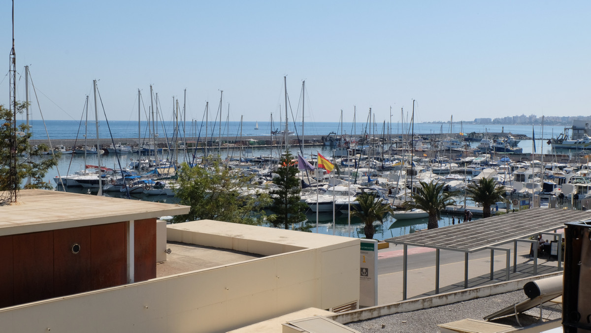 Spacious 4 bedroom apartment with a great view over the marina of La Caleta de Velez. 174 m2 for 4 b,Spain