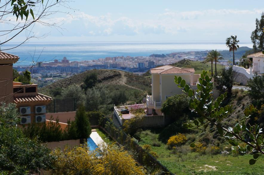 This plot is good size and have nice panoramic views over the coast of Fuengirola. It is set in the , Spain