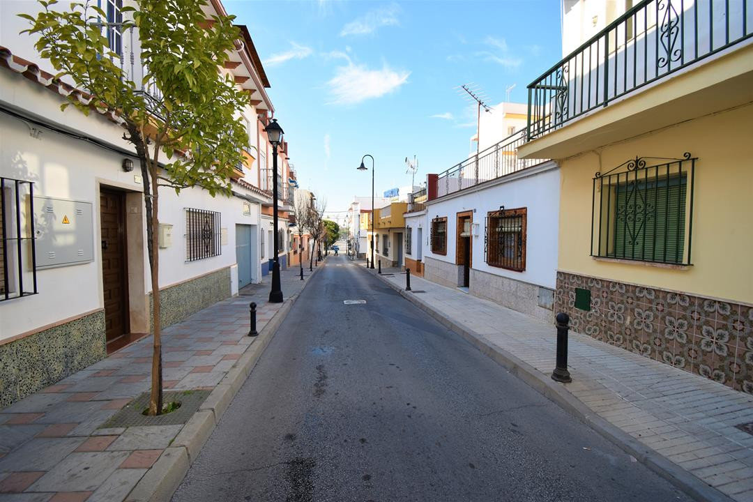 OPPORTUNITY TO REFORM OR TO DO A NEW WORK, HOUSE WITH 245 m2 OF PLOT AND 126 m2 BUILT, ITS LOCATION , Spain