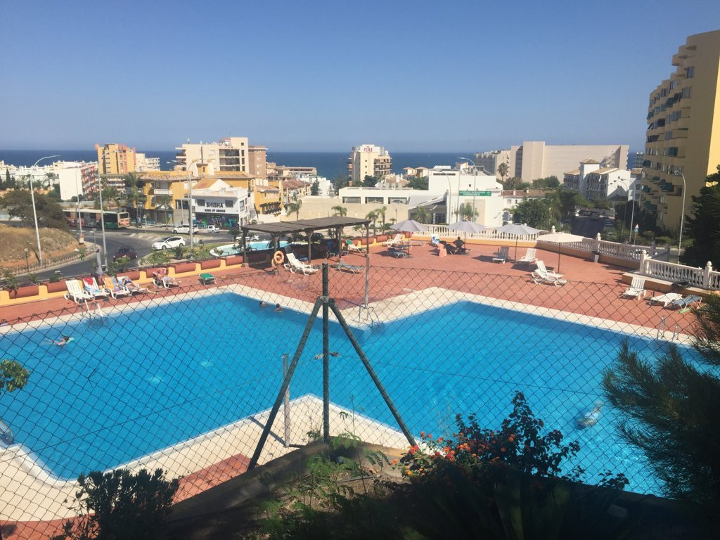 Fantastic apartment in the limit of Torremolinos and Benalmadena. It consists of m, 2 terraces with , Spain