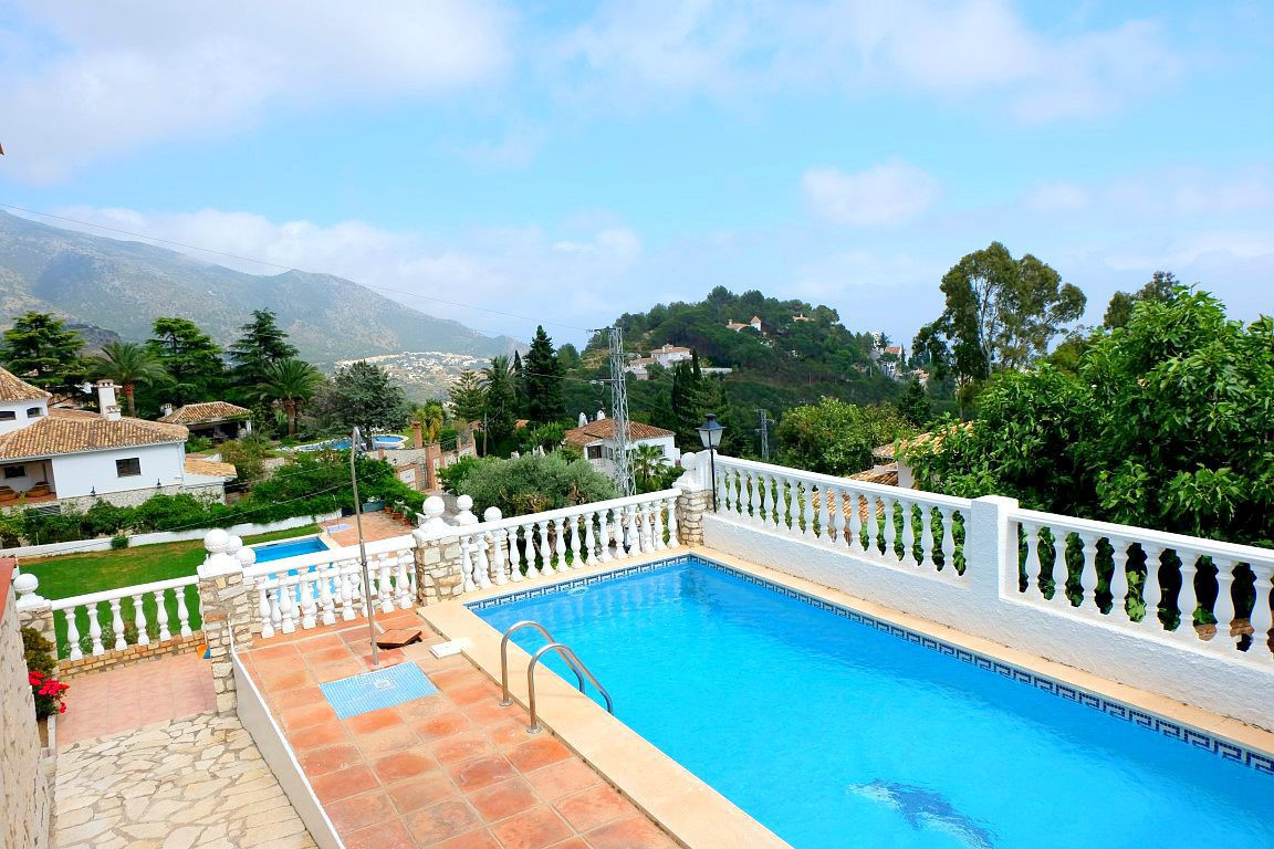 STUNNING 5 BEDROOM DETACHED VILLA CENTRALLY LOCATED IN THE BEAUTIFUL VILLAGE OF MIJAS, YET SUITABLY ,Spain