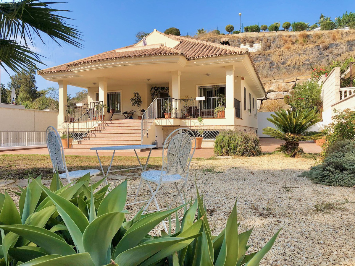 VILLA OPPORTUNITY VERY CLOSE TO THE BEACH IN THE BEST AREA OF THE COSTA DEL SOL.   Great vil,Spain