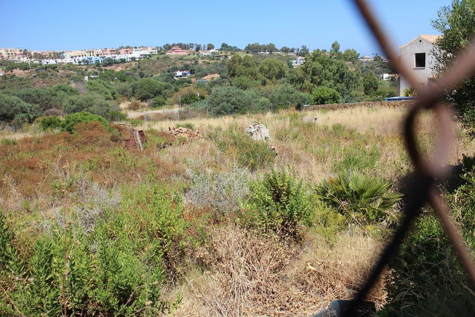 WANT TO BUILD YOUR DREAM VILLA?  Here is an almost flat plot in a small residencial area between Sot,Spain