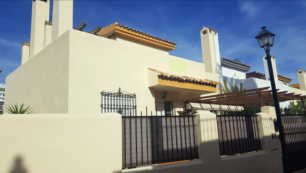 OPPORTUNITY TOWNHOUSE WITH PRIVATE POOL AT THE BEST PRICE ...   Fantastic townhouse with 3 bed,Spain