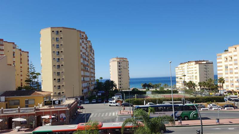 Penthouse with a 90m2 roof terrace. Very close to the beach and all amenities. It includes a parking, Spain