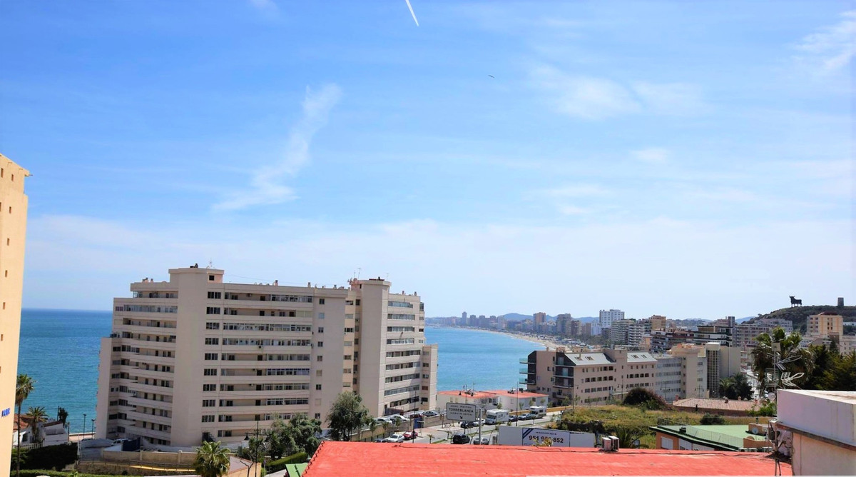 Middle Floor Apartment, Carvajal, Costa del Sol. 3 Bedrooms, 2 Bathrooms, Built 114 m², Terrace 20 m, Spain