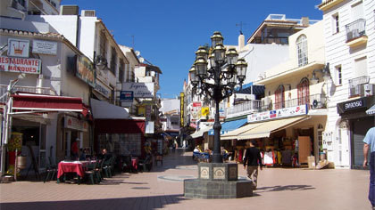 AMAZING BUSINESS OPPORTUNITY!! CENTRALLY LOCATED IN TORREMOLINOS A WELL LOCATED SHOP WITH A STUDIO A, Spain