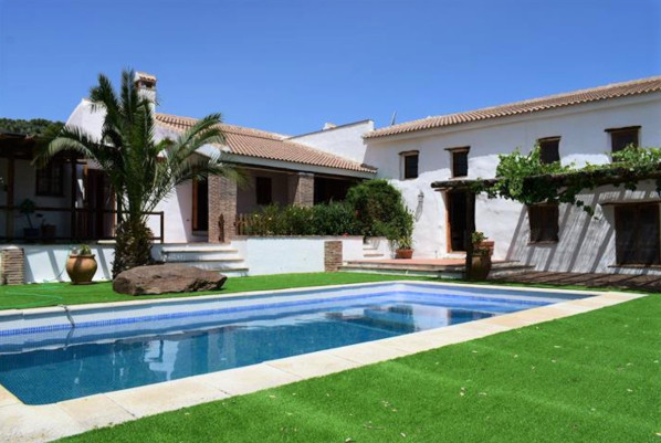 GREAT OPPORUNITY TO ACQUIRE A SELF-SUFFICIENT CORTIJO IN THE COUNTRYSIDE IN A SPECTACULAR SETTING BE, Spain