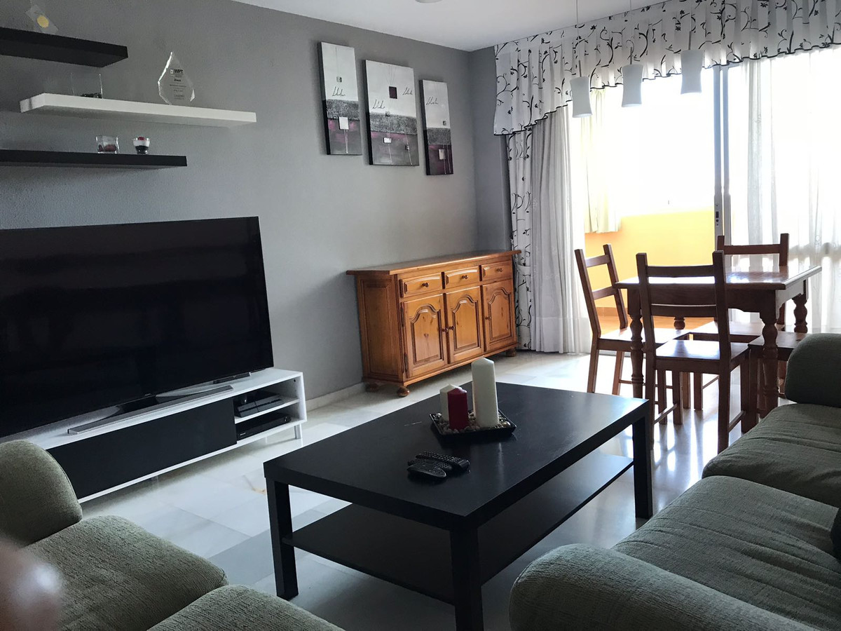 Nice apartment in Fuengirola. The apartment has 4 bedrooms, 2 bathrooms, living room, fully equipped, Spain