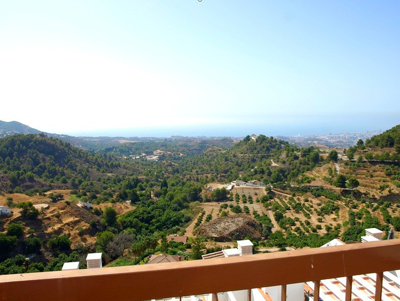 Beautiful 2 bedroom, 2 bathroom Penthouse Apartment set in a breathtaking elevated position enjoying,Spain