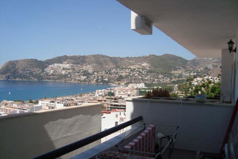 Lovely and Bright South-Facing Apartment. Great Sea Views and Views of Cerro Gordo within walking di, Spain