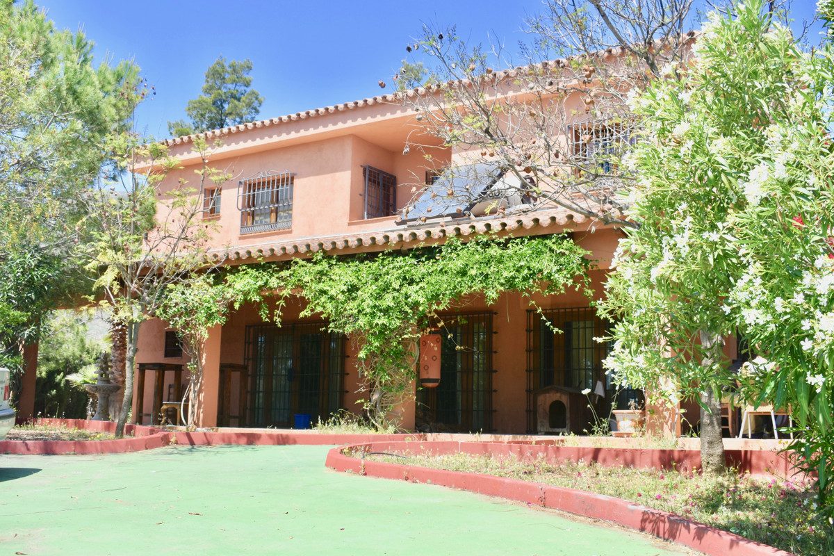 GREAT OPPORTUNITY HOUSE - FINCA - CORTIJO AT THE BEST PRICE   This property has 550 m2 ,Spain