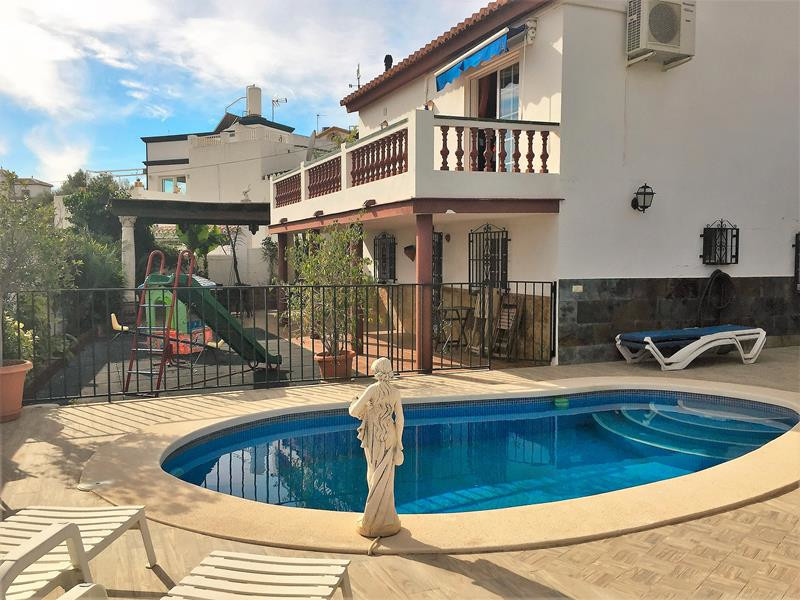 Great location! This villa is just couple of minutes drive from Nerja and the beach. Very accesible ,Spain
