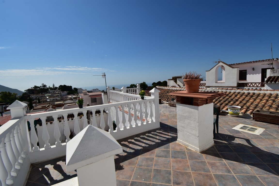 FABULOUS HUGE ROOF TOP TERRACE WITH PANORAMIC VIEWS!!! BRIGHT & SPACIOUS 2 BEDROOM TRADITIONAL H,Spain