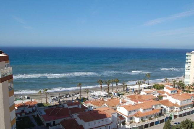 This magnificent executive penthouse, located on the front line of Torrox Costa, has an enormous sou, Spain