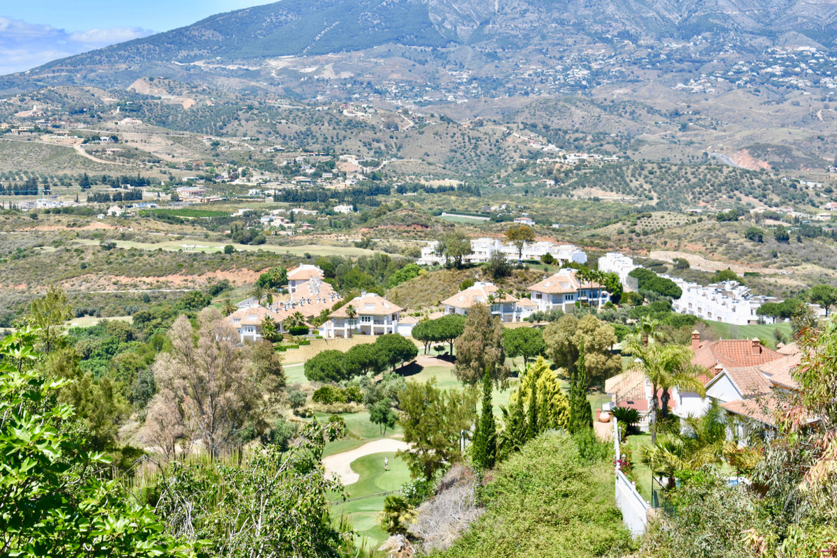 GREAT OPPORTUNITY OF PARCEL IN FIRST LINE OF GOLF  This plot has 970 m2, first line of Golf. Ideal t,Spain