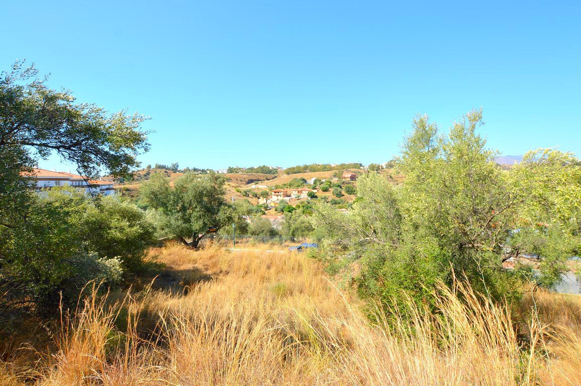 FABULOUS PLOT WITHIN WALKING DISTANCE TO FUENGIROLA AND CLOSE THE IDYLLIC WHITE WASHED VILLAGE OF MI, Spain