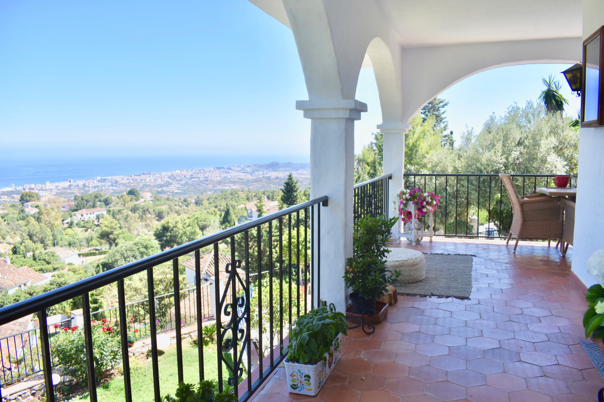 VILLA WITH GREAT SEA VIEWS   This property has 900 m2 of plot, 209 built, you can still build ,Spain