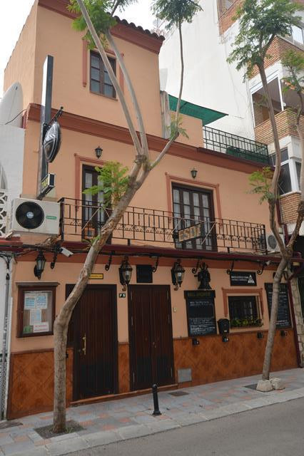 FREEHOLD BAR AND ACCOMMODATION!!!!  Located in the popular area of Los Boliches you will find this t, Spain