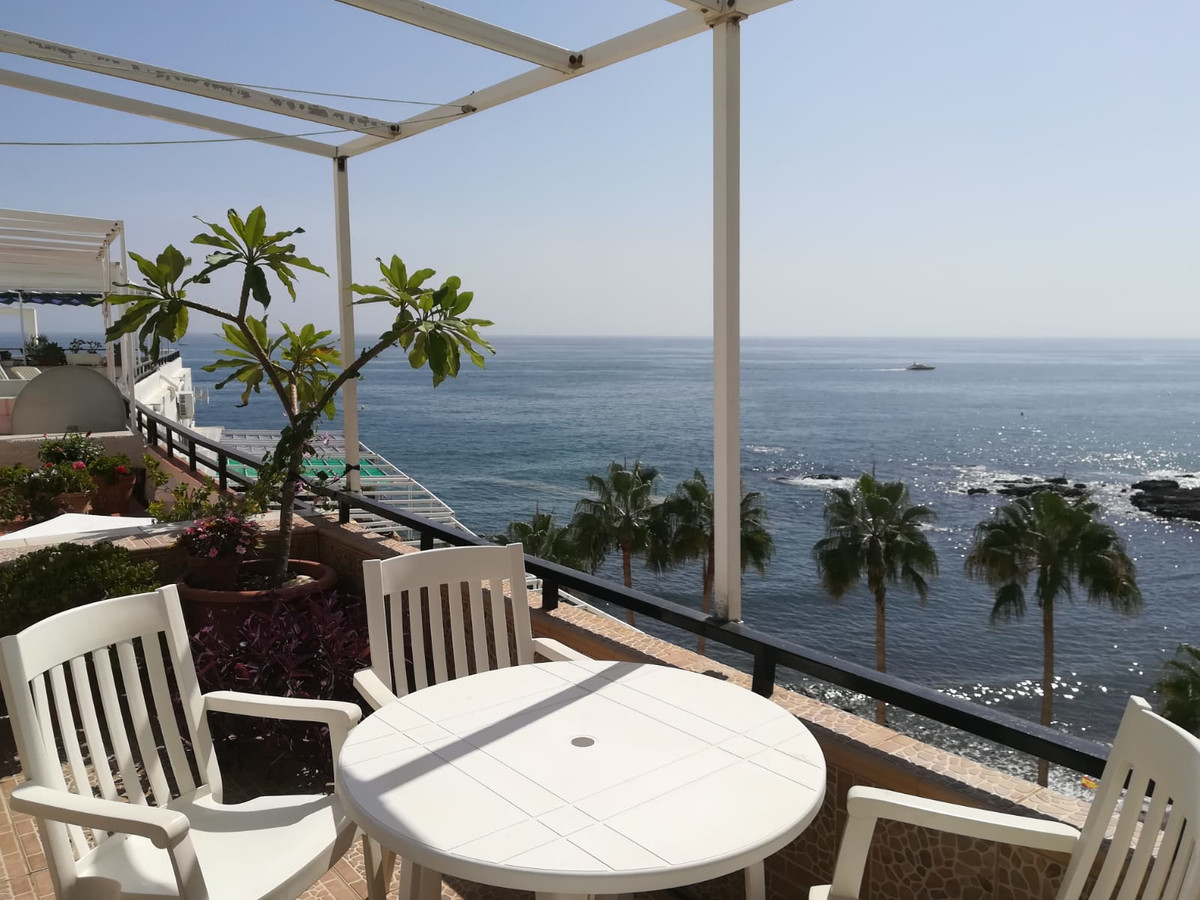 STUNNING SEAVIEWS! 2 bed 2 bath duplex apartment, frontline beach in the sought after Torremuelle Ur, Spain