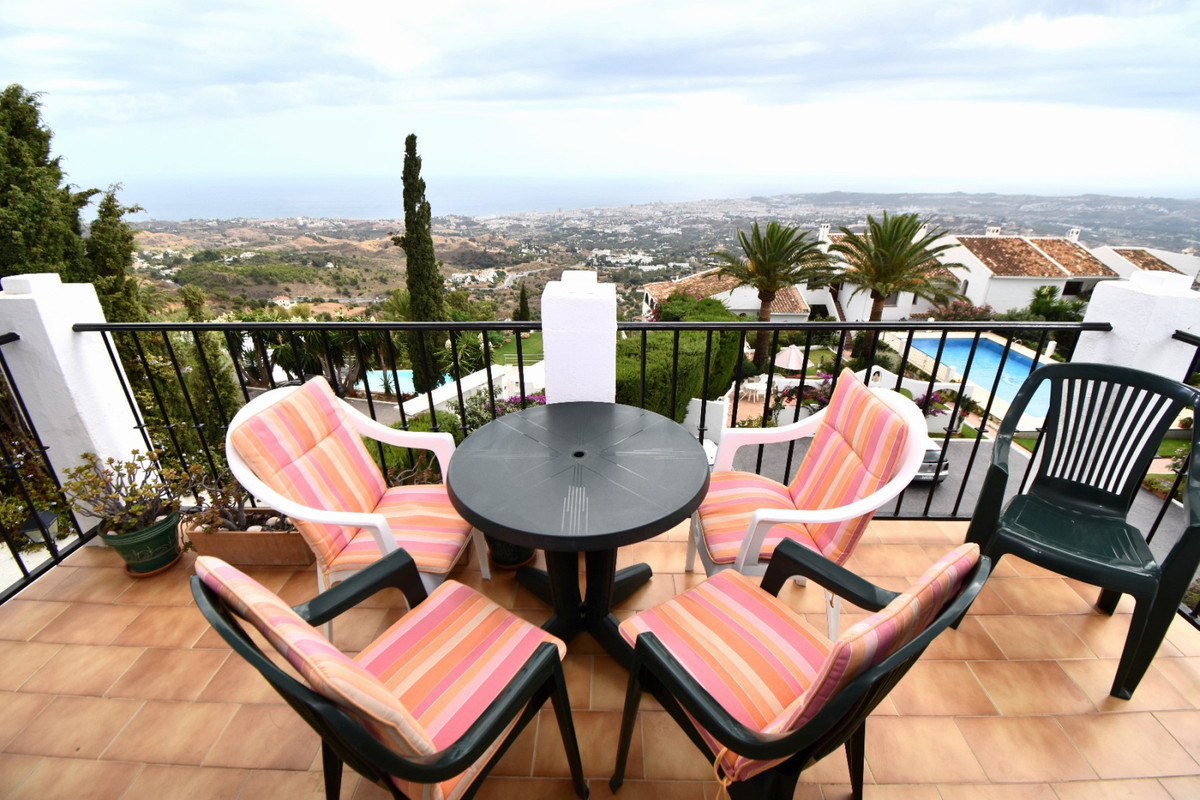 Spectacular panoramic views of Andalucian Coastline and Mediterranean Sea from this lovely little apartment situated in the center of Mijas Pueblo, a hugely popular white-washed mountain village in the hills above the beaches of the Costa del Sol.   This apartment is situated right next to the heart of the village. You can walk to the main square areas in Mijas in a couple of minutes and there are many small, fantastic restaurants all around the apartment itself. The village is a stunning place to be, retaining it's classic and traditional Spanish charm, but with plenty to see and do including some of the best restaurants and cafes in Andalucia! It's also easy to then travel and visit the Coastal resort towns and villages such as Fuengirola, Benalmadena or la Cala de Mijas via the local bus service which leaves just 5-10 minutes walk from the apartment.   The apartment itself is also well equipped and comfortable, with air conditioning throughout, WiFi internet, television channels and fully equipped kitchen.  This is a great value apartment for couples of small families to enjoy a traditional Andalucian break in the sun!!