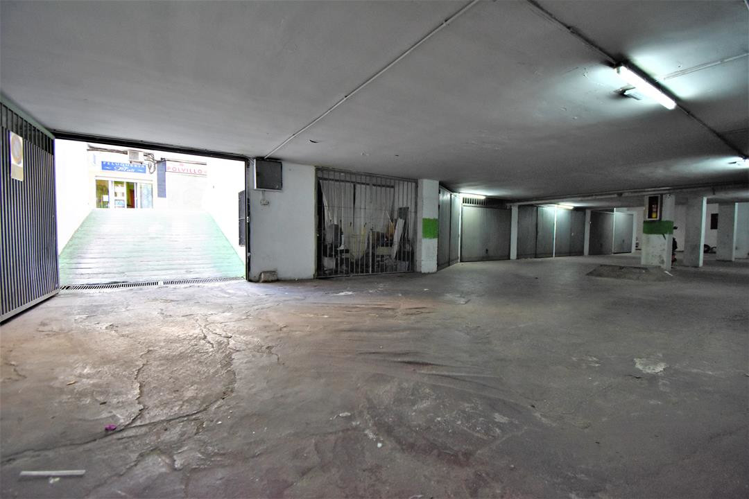 GREAT OPPORTUNITY FOR GOOD PRICE INVESTMENT (GARAGE OR WAREHOUSE)   20 garages or warehouse fo,Spain