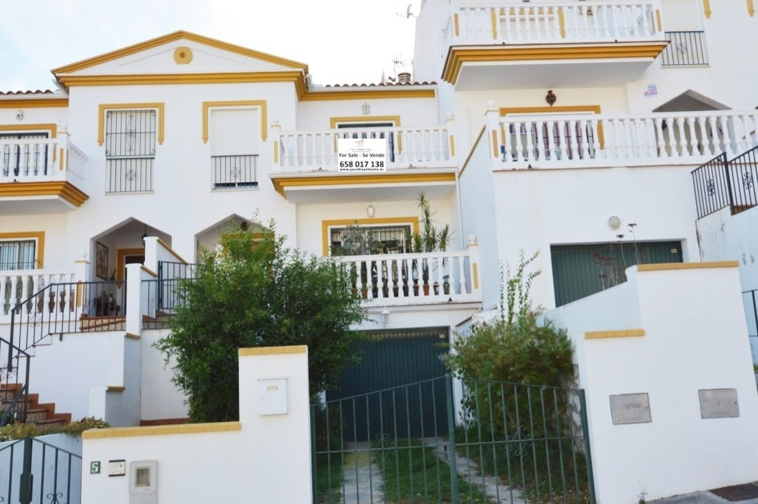 4 BED TOWNHOUSE IN ARROYO DE LA MIEL, WALKING DISTANCE TO ALL AMENITIES AND ONLY A FEW MINUTES DRIVE, Spain