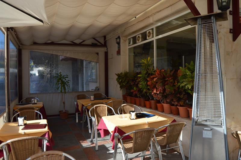 BUSINESS PREMISE FOR SALE IN THE CENTRE OF FUENGIROLA WITH TERRACE  Has been operating for 15 years , Spain