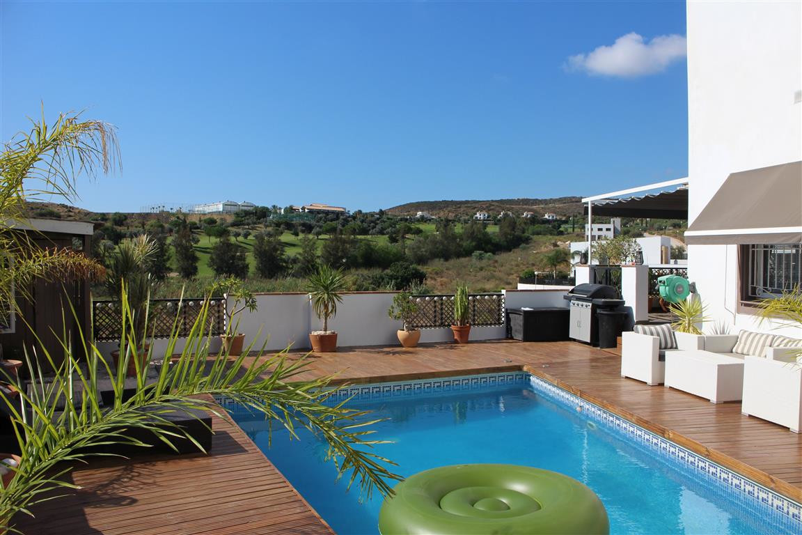 THIS NICE AND SUNNY VILLLA have just come on the market on the outskirts of Fuengirola. Overlooking , Spain