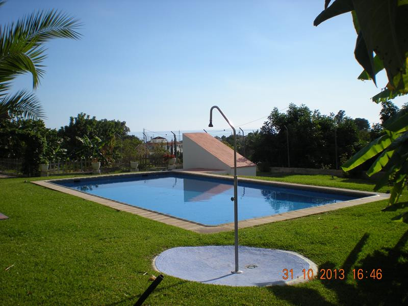 This fantastic villa is located in Los Tablazos, a small quiet area between Nerja and Frigiliana les, Spain