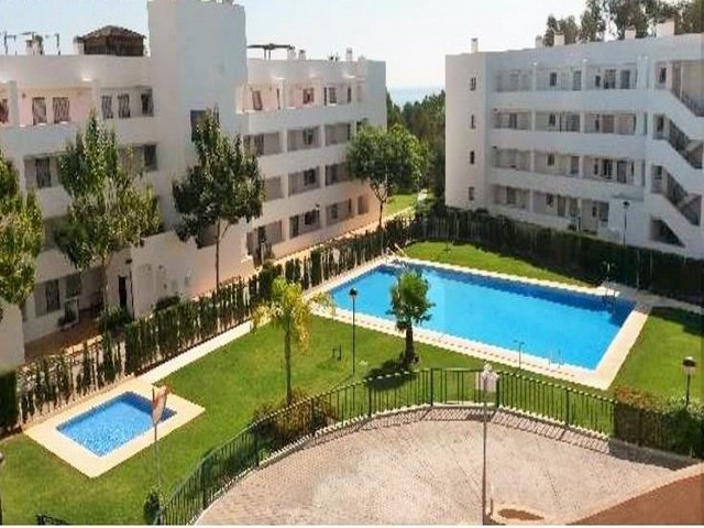 Great apartment in Riviera del Sol. The apartment comprises a lounge and living area with access to Spain