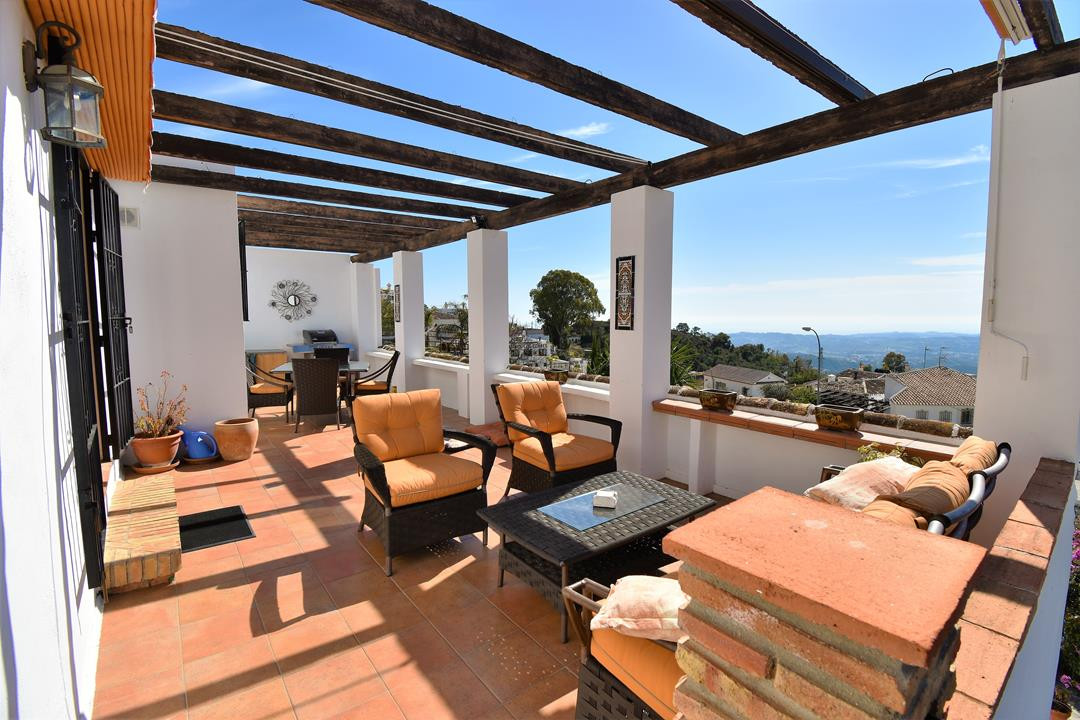 Villa for sale in Valtocado, Mijas, with 3 bedrooms, 3 bathrooms, 1 en suite bathrooms and has a swi, Spain