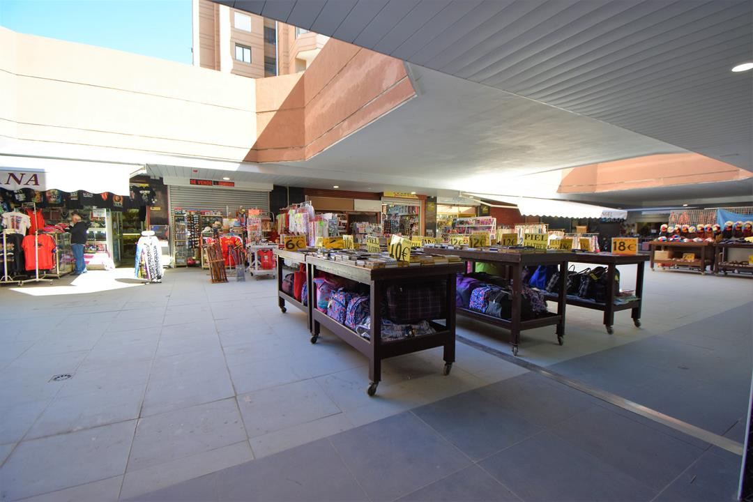 1 bed Commercial for sale in Fuengirola