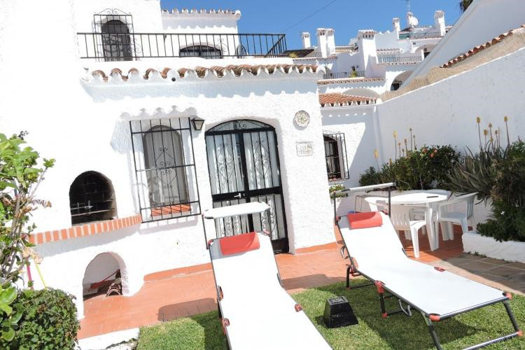 Nice semi-detached house, consisting Ground floor with private garden, terrace, lounge-dining room w, Spain