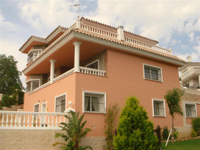 A MAGNIFICENT INVESTMENT OPPORTUNITY!! 3 PROPERTIES IN ONE 7 BEDROOM, 7.5 BATHROOM DETACHED VILLA IN, Spain