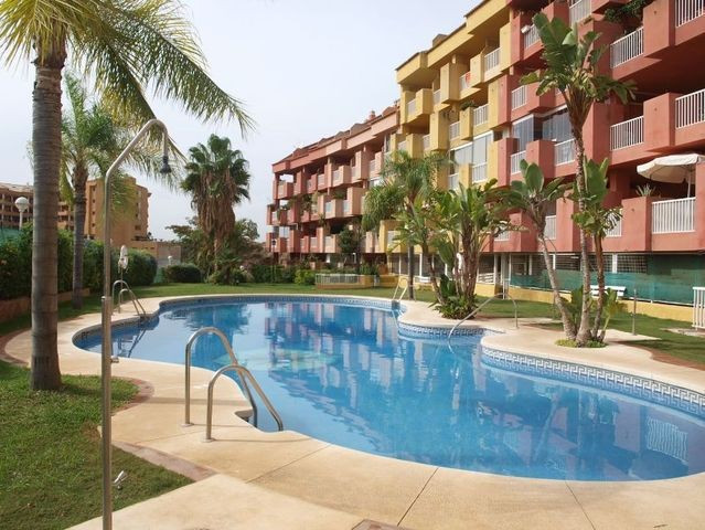 Beautiful apartment in Los Pacos in a gated community. The apartment is located on the corner and on, Spain