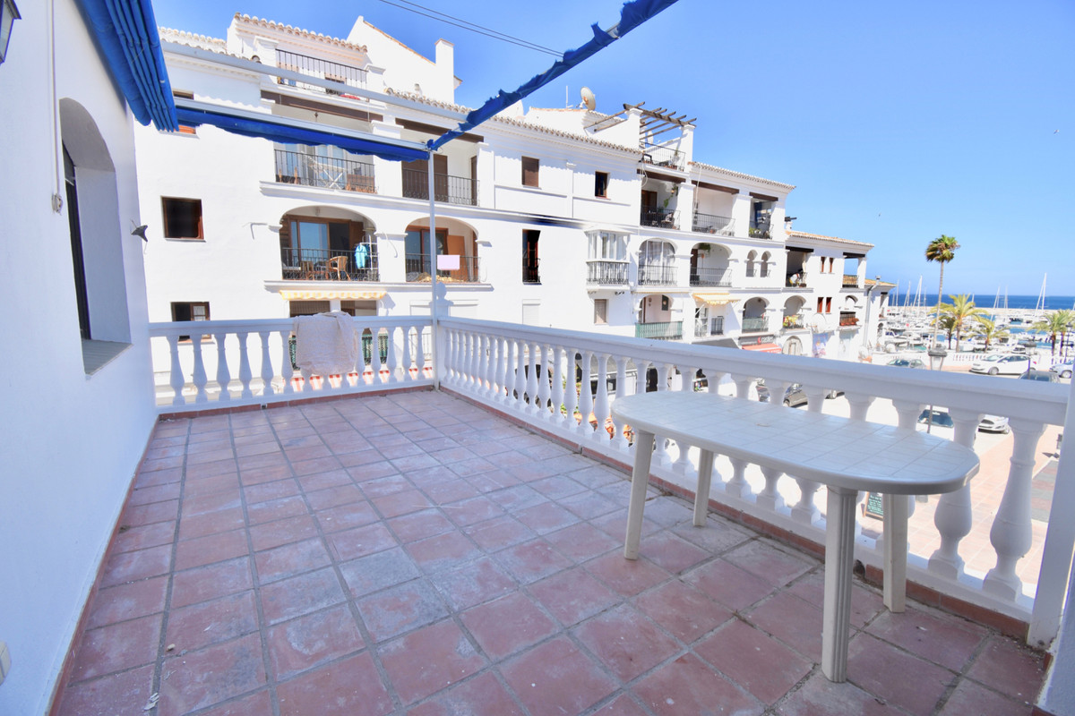 GREAT OPPORTUNITY OF APARTMENT IN SECOND LINE OF BEACH.   Fantastic property in the best area of ,Spain